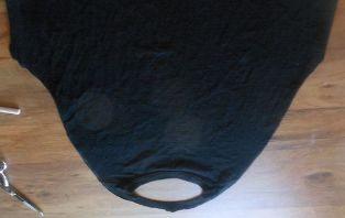 sisakan punggung kaos dan kerah linkar