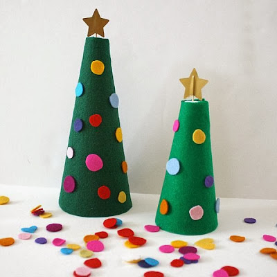 http://buggyandbuddy.com/christmas-activities-kids-decorate-felt-christmas-tree/