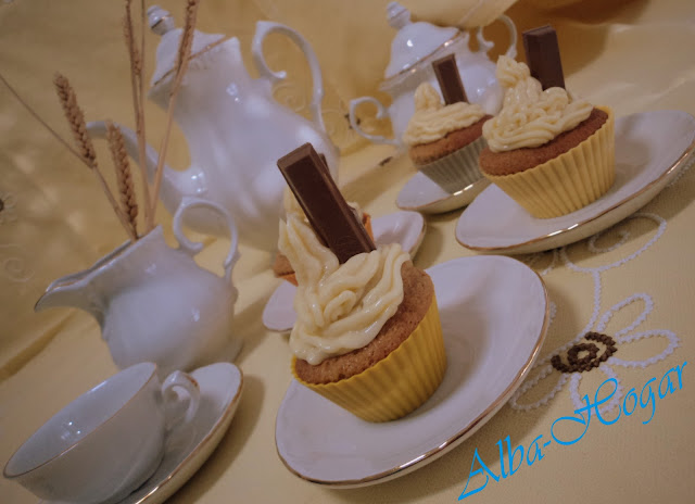 cupcakes chocolate blanco y kit kat alba hogar