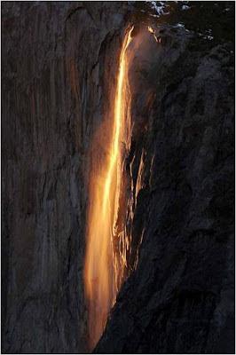 La Cascada de Fuego en el Parque Nacional Yosemite en California, USA.
