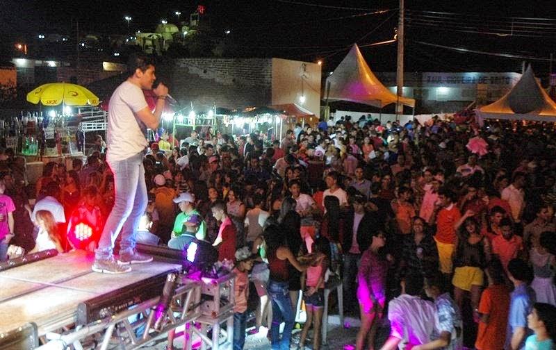 AMPARO: Festa de São Sebastião inicia com Forró do Amasso e do Tchê