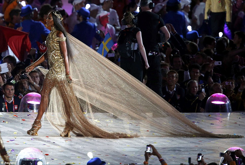 naomi-campbell golden high low dress on the olympics-closing-ceremoy