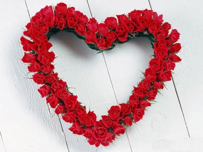 corona de rosas con forma de corazón