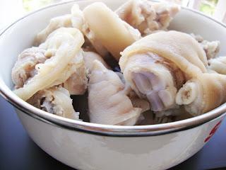 Pork Leg Rice Spaghetti Soup (Banh Canh Gio Heo) 3