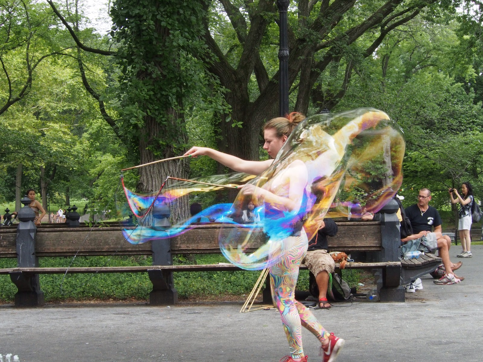 Blowing bubbles #nyc #street #blowingbubbles #streetperformers #street #bubbles #centralpark #nyc 2013