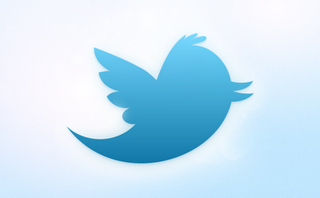 Twitter es uno de los sistemas de comunicación, para algunos red social, más de moda entre los internautas. Un ecosistema digital en el que los mensajes están limitados a un máximo de 140 caracteres. La brevedad es vital, por eso las abreviaturas son básicas para ahorrar letras pero, a la vez, pueden hacer más confusos los mensajes. Aquí tienes las más utilizadas. Abreviaturas relacionadas con la propia herramienta y su funcionamiento: § – RT: retweet, 'reenviar un tuit' (mensaje de Twitter). Un mensaje de otro usuario que te gusta o te interesa lo envías a tus seguidores. Se colocan esas