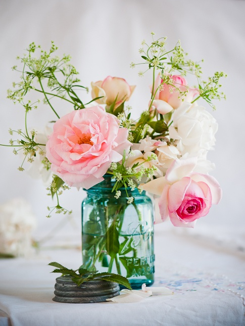 Mason jars and flowers diy projects the cottage market for Mason jar flower arrangement ideas