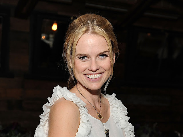 Alice Eve Wallpapers Free Download