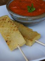 Palitos de Grão-de-Bico Grelhados com Molho de Tomate Seco (vegana)