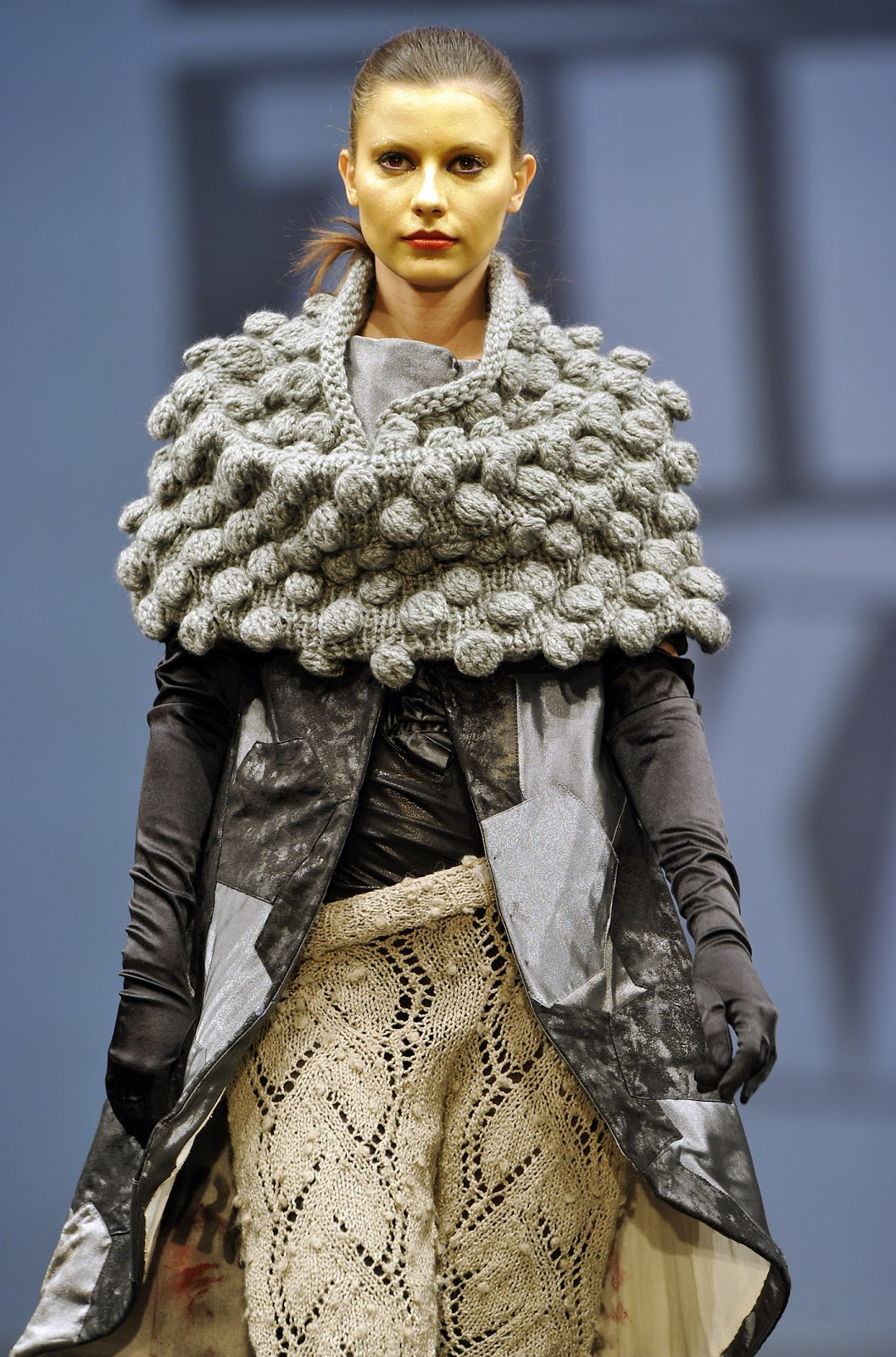 High Fashion Knitting : Still talking horseshoe cables and bobbles too
