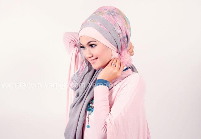 ... Cara Memakai Jilbab Pashmina Kombinasi Polos Dan Motif 3 Jpg Download