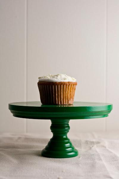White Chocolate, Honey, and Chamomile Cupcakes | hummingbird high || a ...