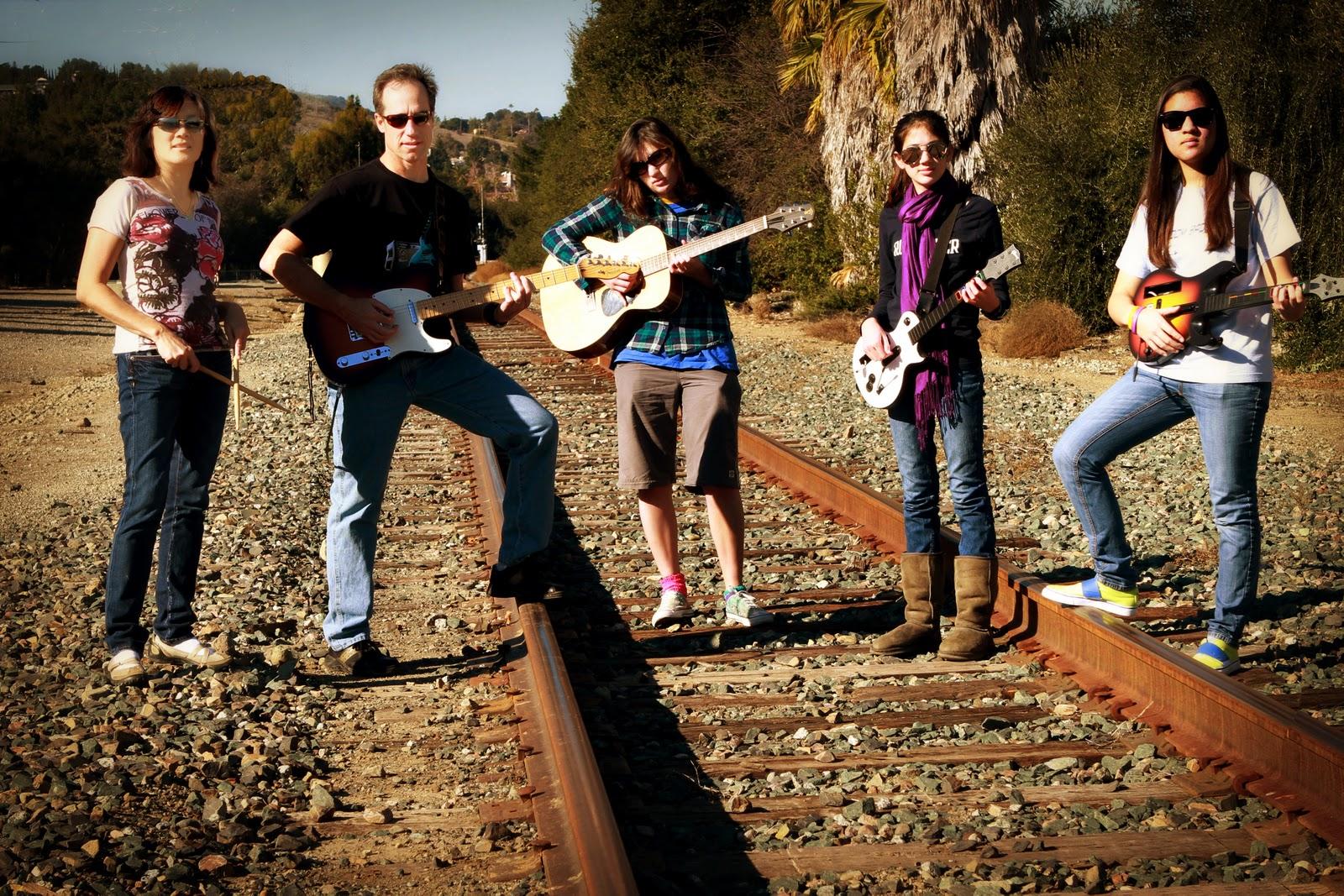 http://1.bp.blogspot.com/-3L0RrUK8K1g/TxSw32oAR1I/AAAAAAAAHQY/vZEOjEvitYY/s1600/Photo+Challenge.jpg
