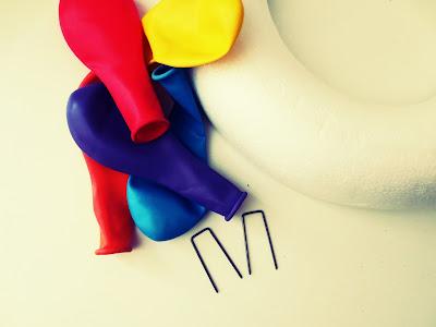 DIY- Anleitung: Wie bastelst du einen bunten Luftballonkranz 1