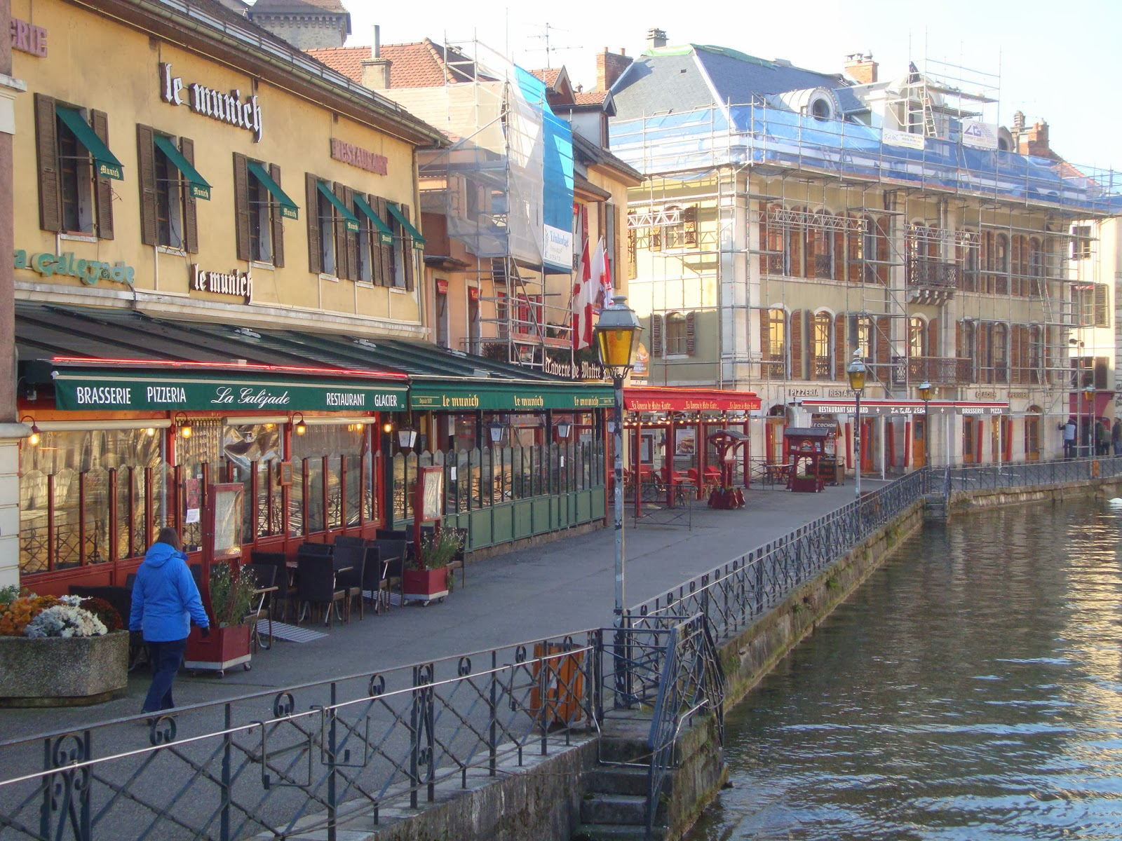 2013 calgary montr al france espagne annecy et le for Hotel piscine annecy