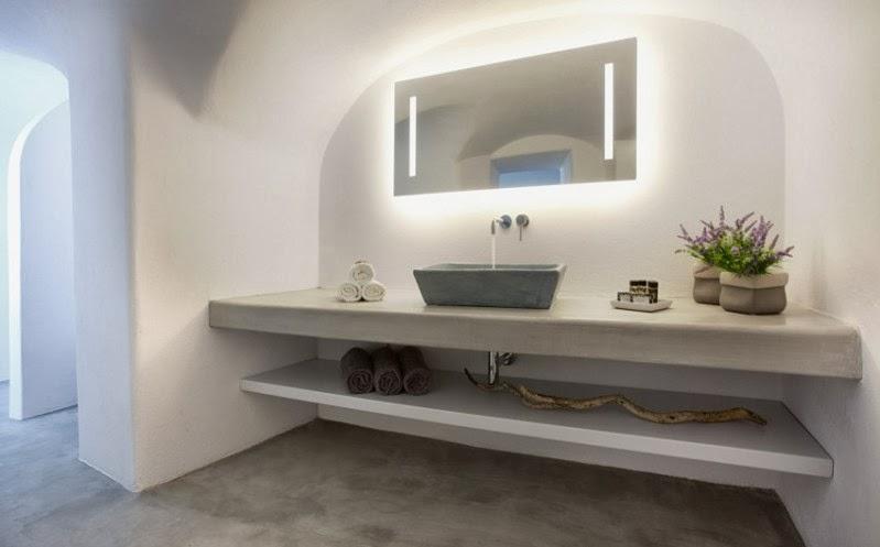 baño casa en santorini con estructuras de microcemento