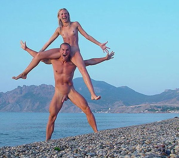 Joven nudista adolescente desnudo pubescente