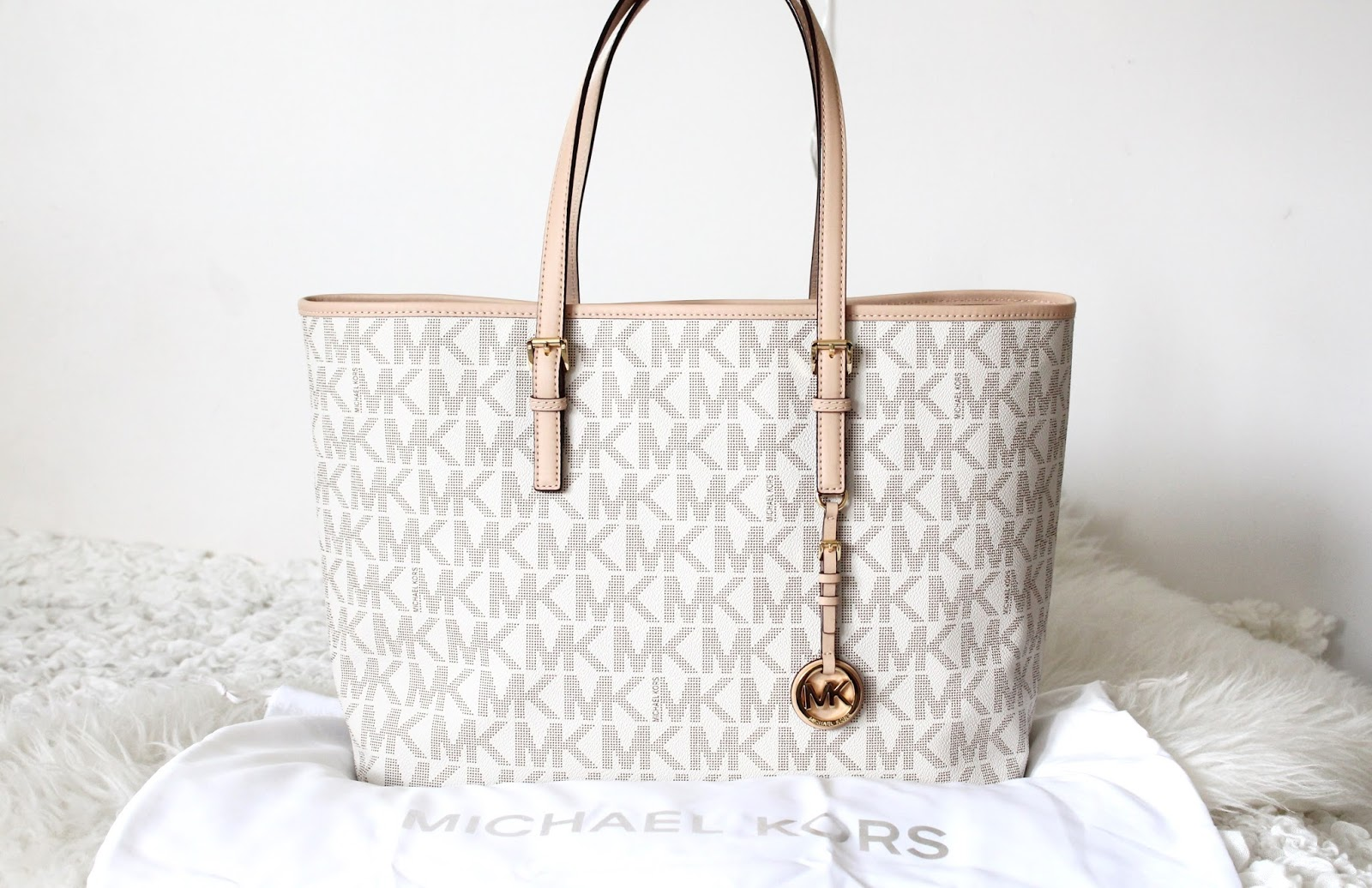 Mk Laukku Ruskea : Emmi s wardrobe michael kors jet set multifunction travel