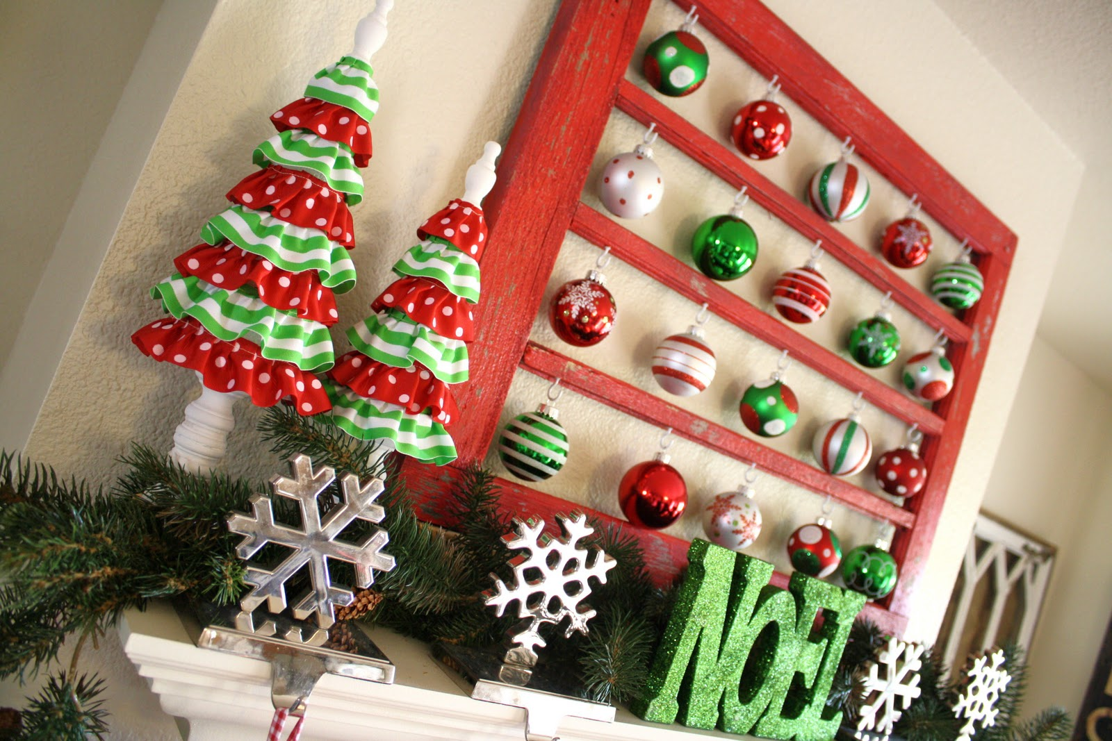 My red green christmas mantel for Red and green christmas decorations