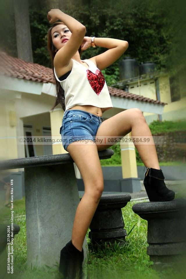 Gadis Casual Super Sexy dari arena Limang Taun Karo Rika - KFB