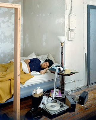 masters of photography : Stephen Shore : self portrait in bed with pickup