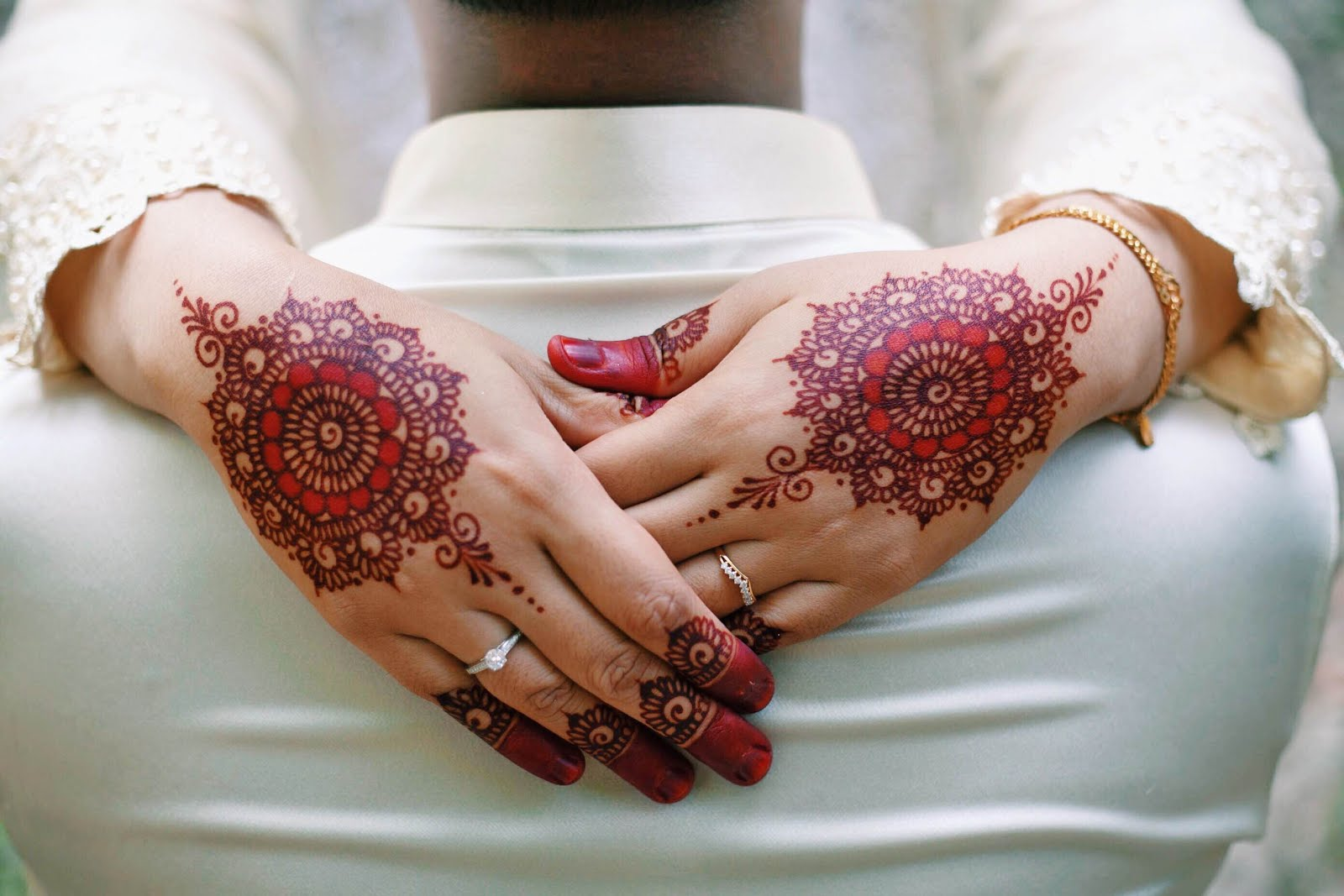 Evanazli Henna Travel Eat Love
