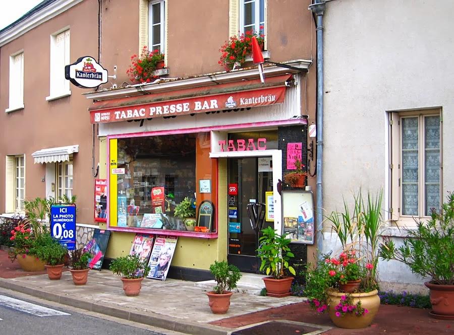 Living the life in SaintAignan Le bureau de tabac