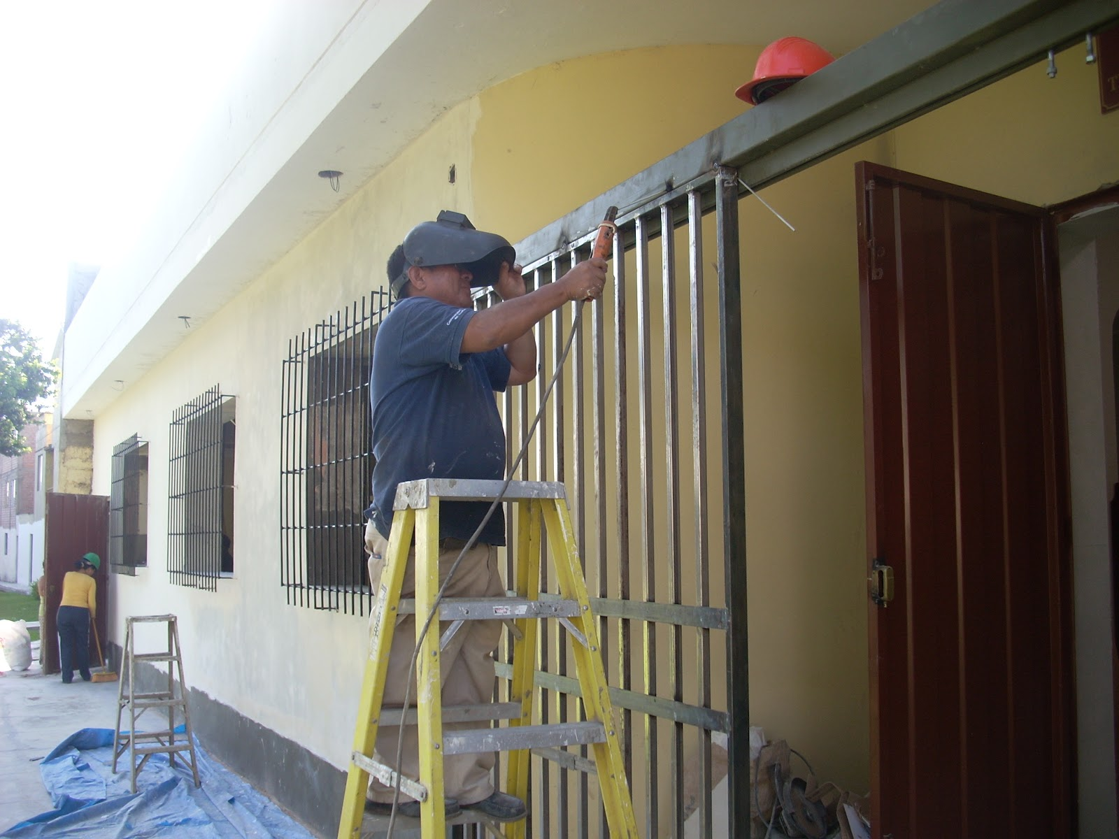 Carpinteria metalica puertas for Puertas corredizas metalicas