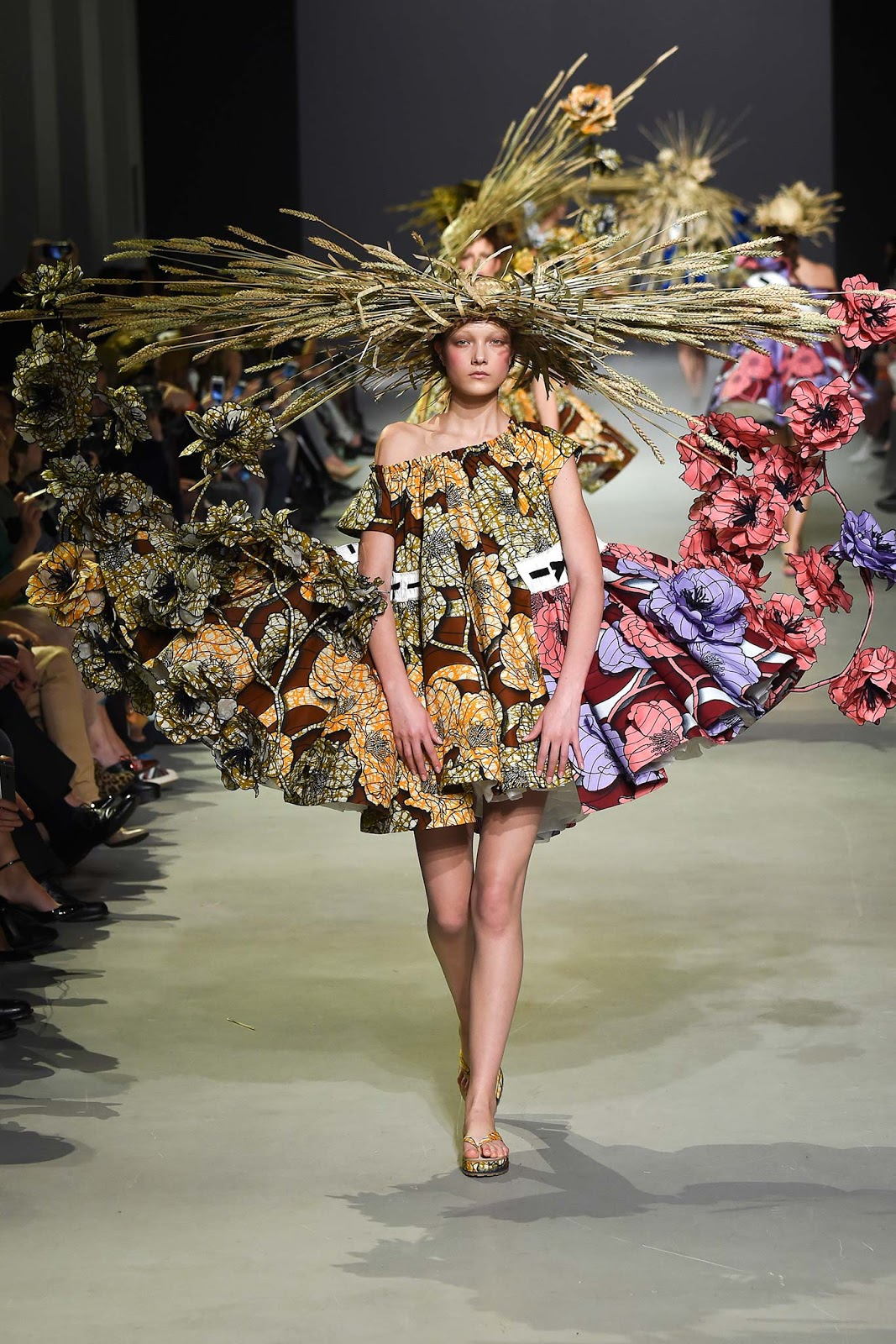 Fusion of effects walk the walk viktor rolf s s 2015 for What is haute couture