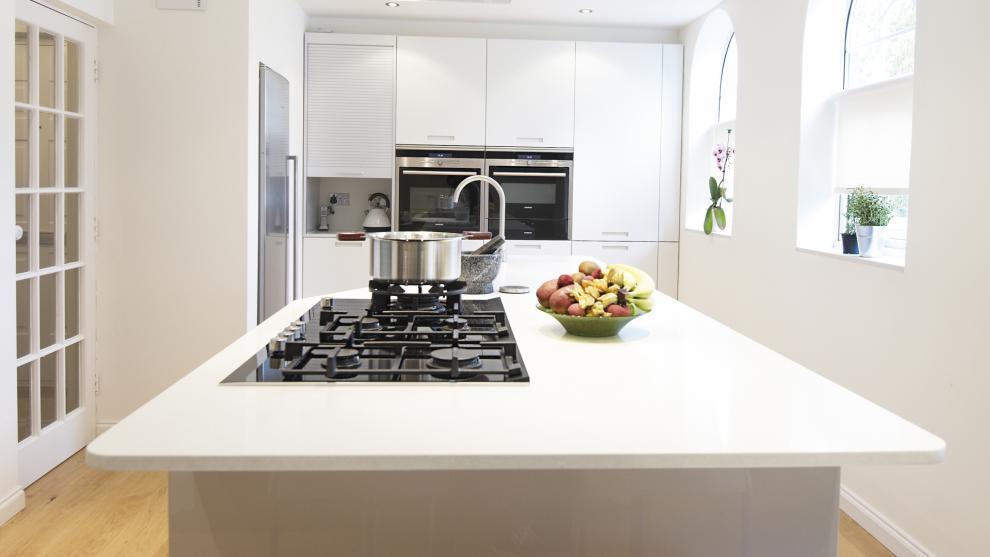 Dise o muebles de cocina dise o de cocina comedor - Cocinas lacadas en blanco ...