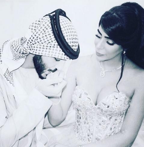 بالصور - أوسم شاب إماراتي و الممنوع من دخوله السعودية  يعلن زواجه.. لن تصدقوا من تكون العروسة !!