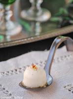 Bombones de pannacotta de queso Stiton con polvo de nuez