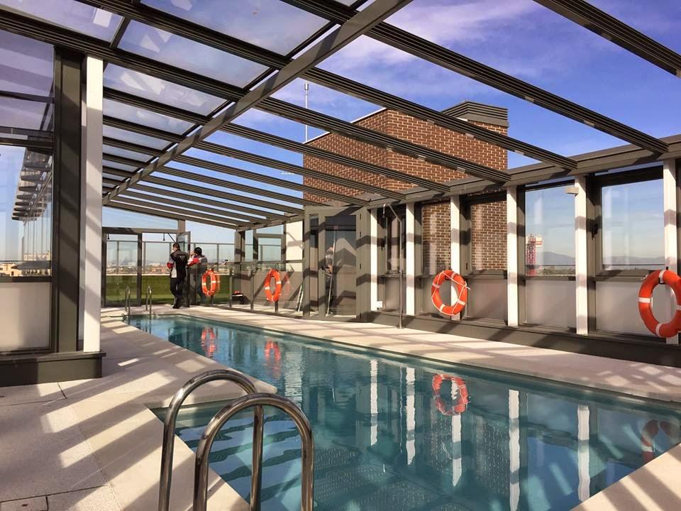 Cerramientos de piscinas en viviendas particulares cubiertas de piscinas cubiertas bajas y - Techo piscina cubierta ...