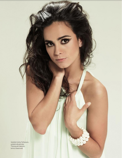 Alice Braga Hairstyle 20