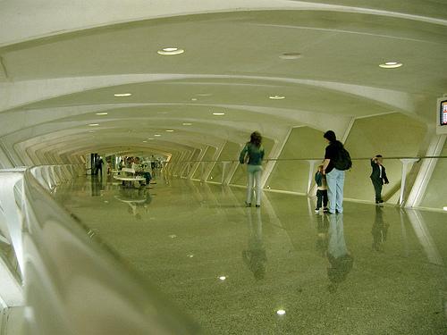 sondika bilbao+333 8 Bandara Terindah Dunia