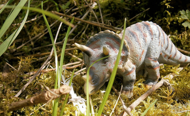 triceratops dinosaur toy realistic
