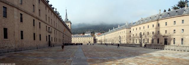 Patio exterior del Monasterio de El Escorial