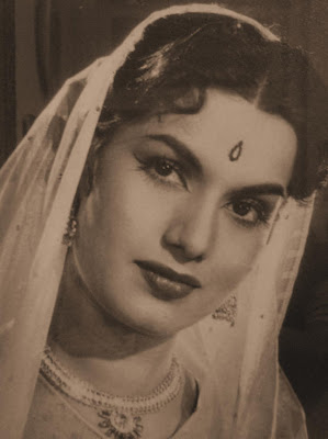 Hindi actress hot photos pics images wallpapers old hindi for Old indian actress photos