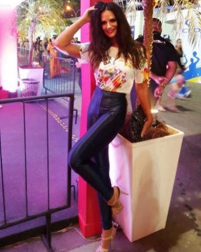 Luiza Brunet posa com corpinho de 20 e impressiona