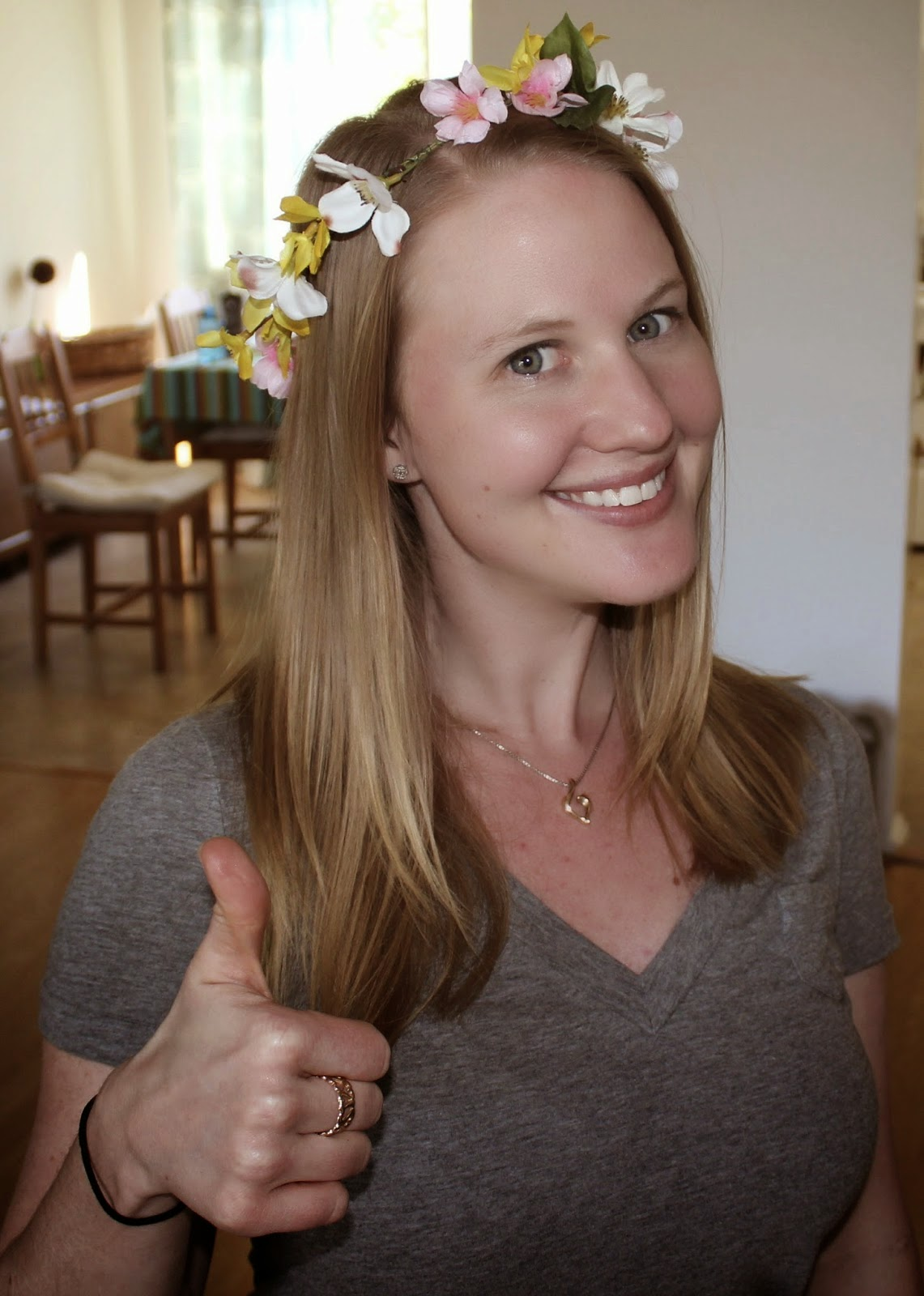 http://the-pickled-herring.blogspot.com/2014/04/midsommar-flower-crown-tutorial.html
