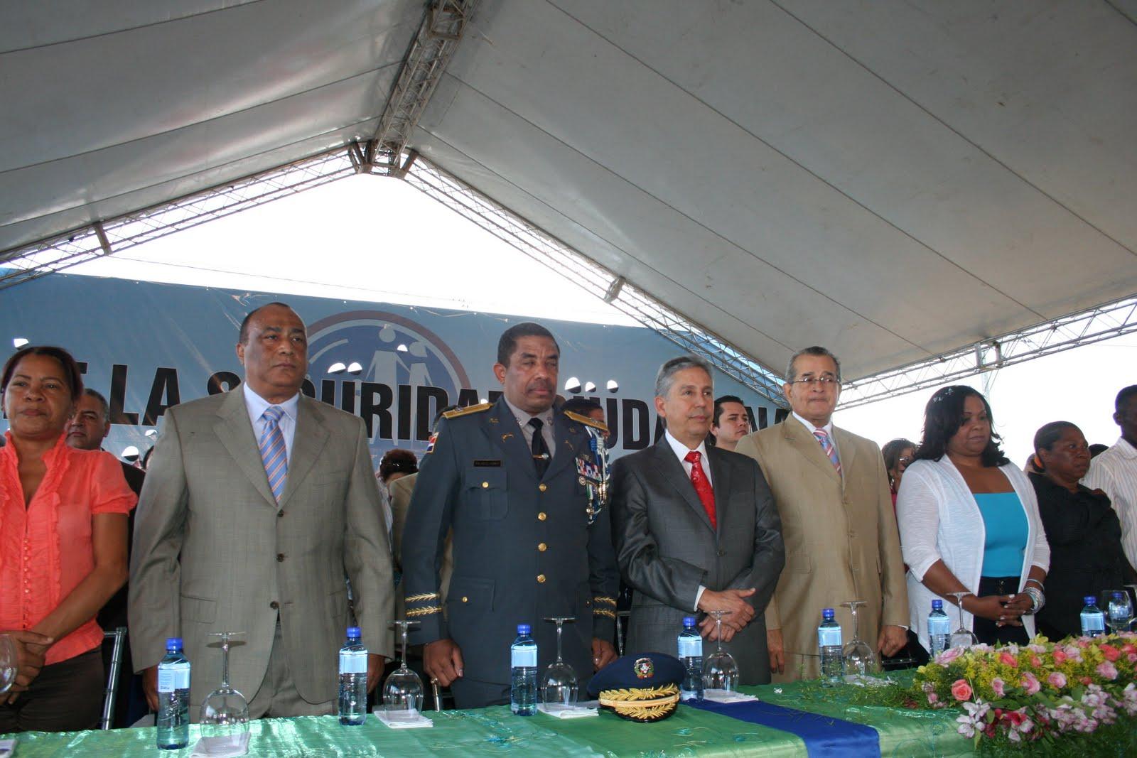 El ministerio de interior y policia inaugura viviendas en for Ministerio interior y policia