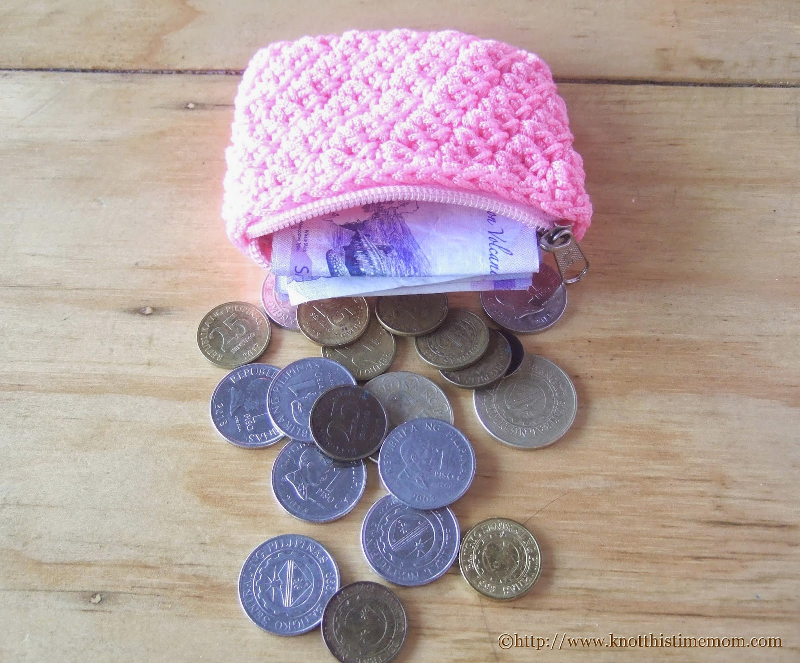 crochet coin purse with bills and coins