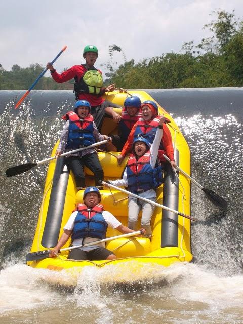 Rafting di sungai Cisadane