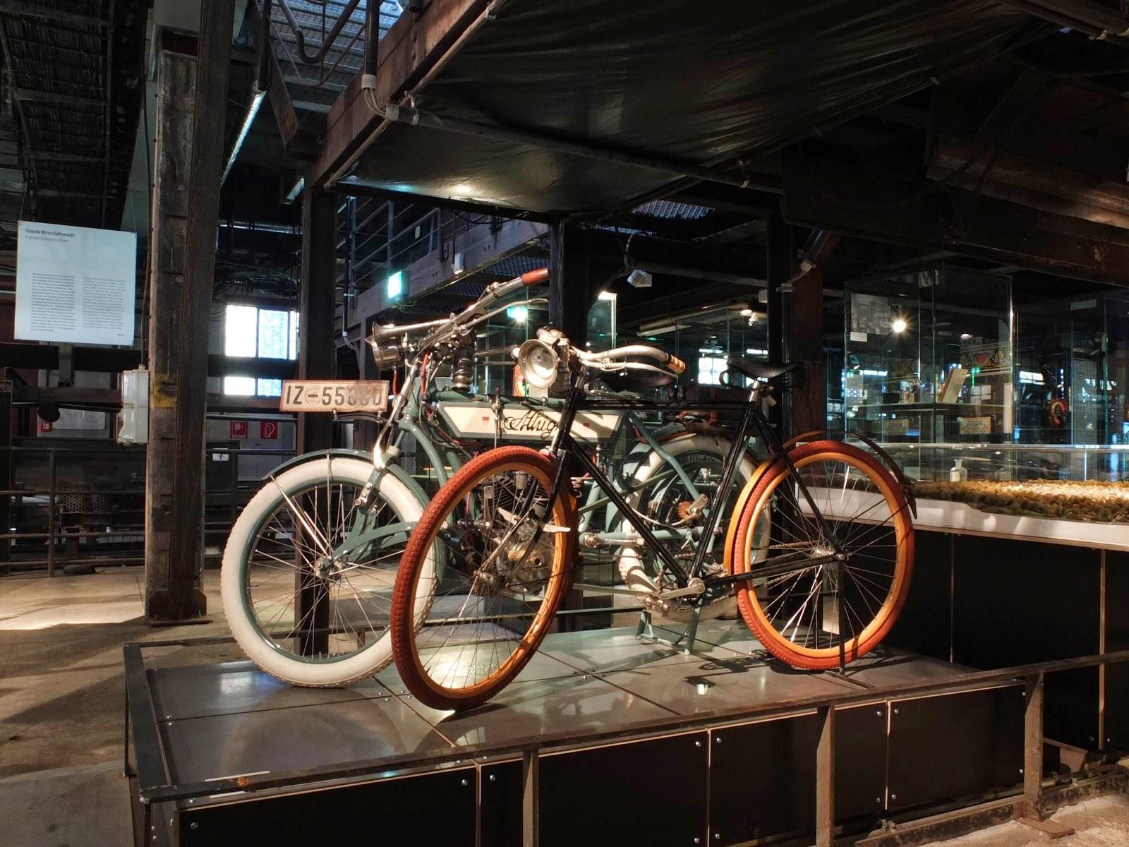 historische Fahrräder aus der Zeit vor dem Ersten Weltkrieg