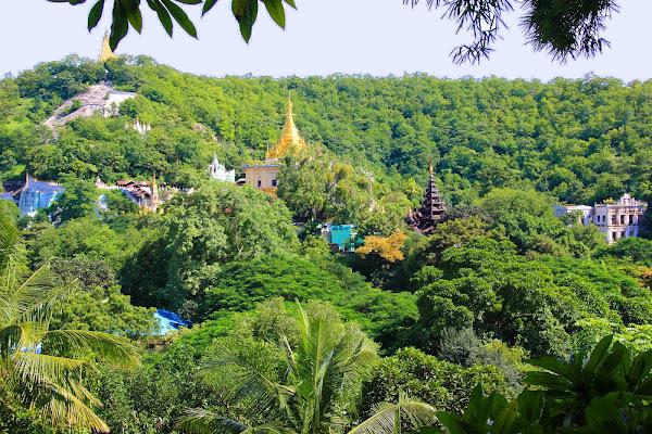 Pagodas en la colina de Sagaing