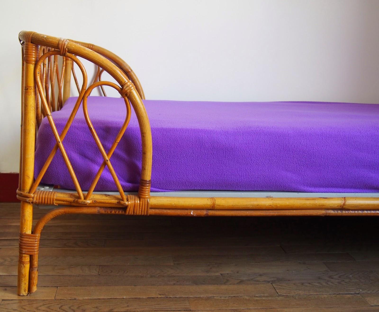 lit banquette en rotin g n ration vintage. Black Bedroom Furniture Sets. Home Design Ideas