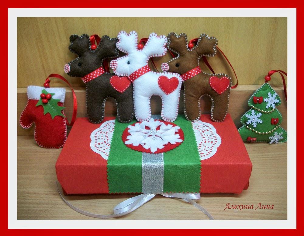 новогодние фетровые игрушки на елку, олени, рукавичка
