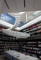 Лестница на небеса в дизайне библиотечной комнаты