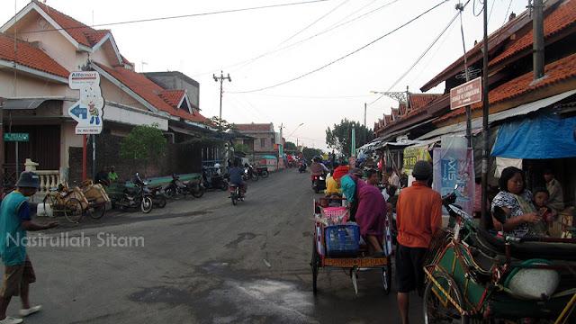 Kesibukan di Pasar Apung Jepara