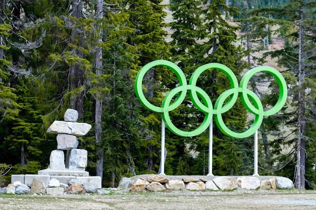 Путь начинается от парковки на горнолыжном комплексе горы Сайпресс, где проходили Олимпийские игры в 2010 году.